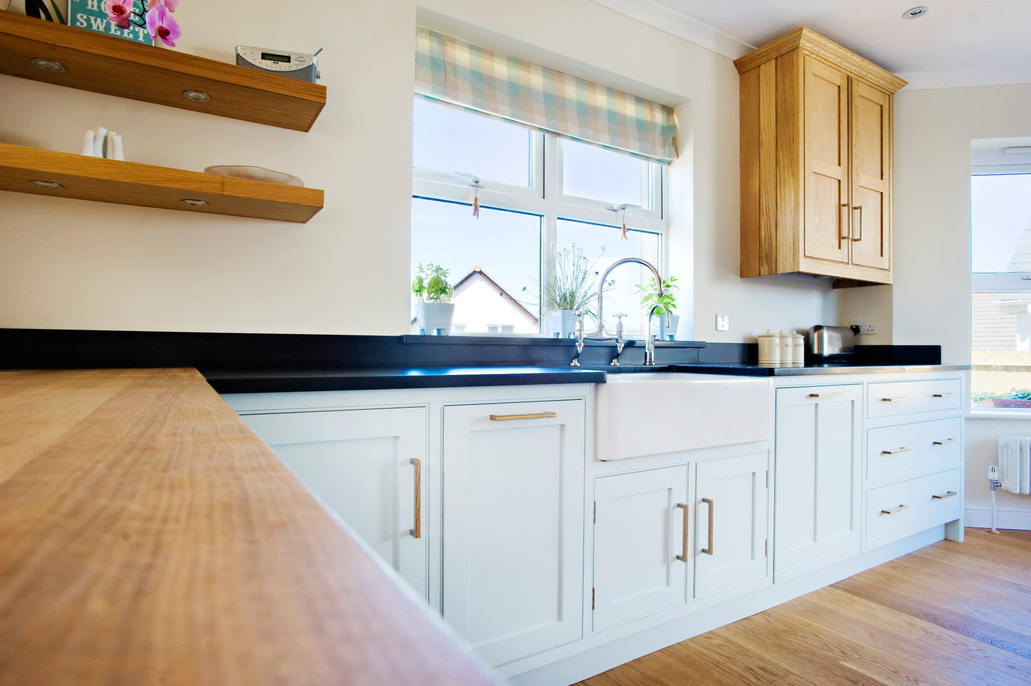 Stylish Breakfast Bar In A Different Material To The Worktop photo - 8