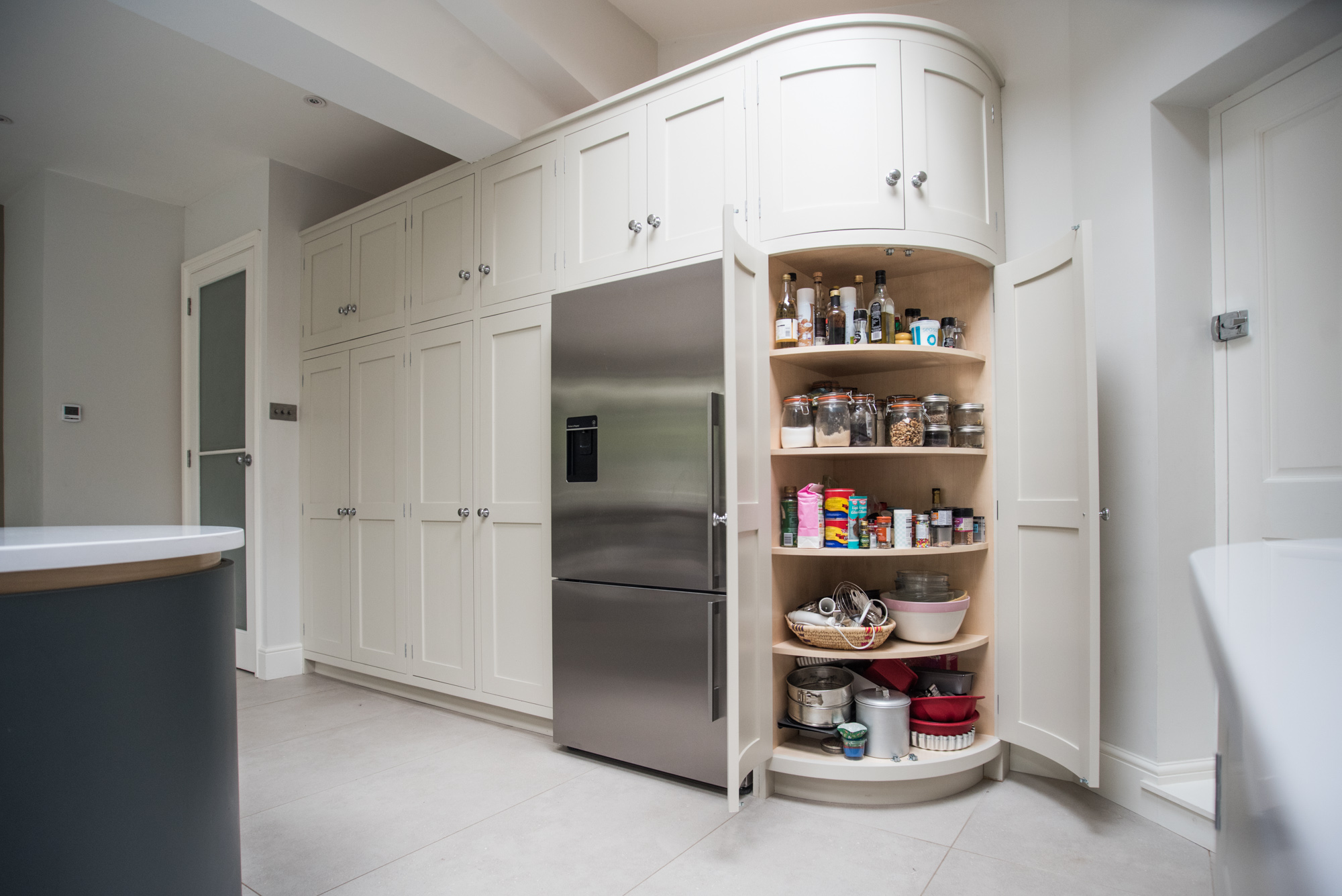 London townhouse kitchen george robinson kitchens for Curved kitchen units uk